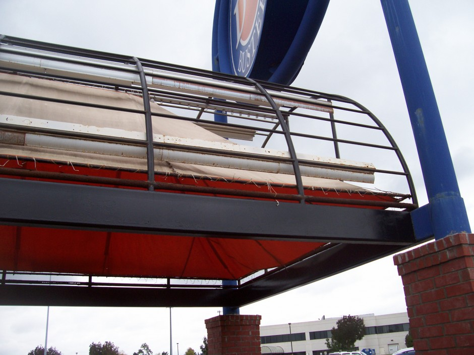 Dave & Buster's Awning—Before